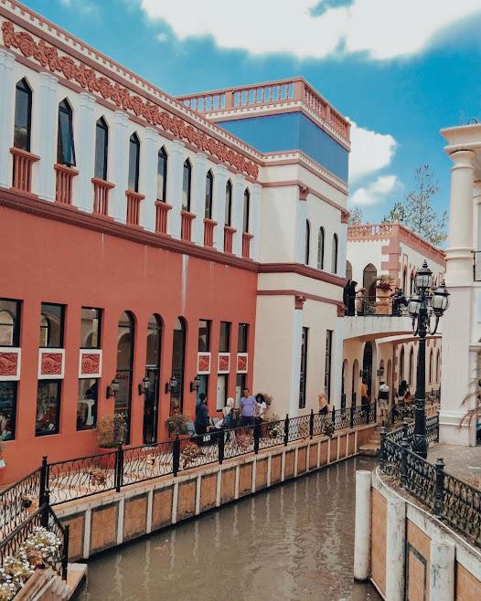Little Venice, Kota Bunga, Puncak Bogor adalalah salah satu tempat wisata di Bogor.