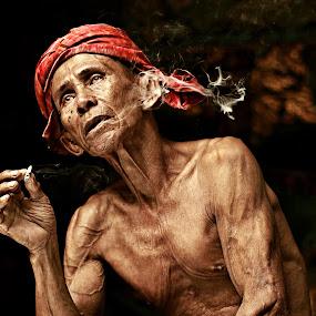 Pokcik by Azmil Omar - People Portraits of Men ( art, senior citizen, men, artist, people, smoke )
