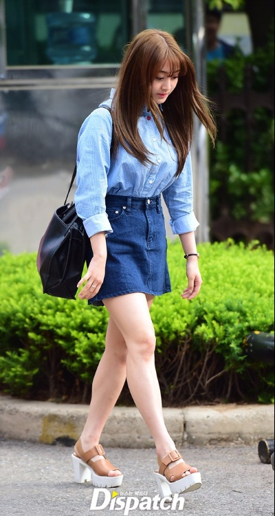 LookBook-Jihyo-Denim-Skirt-Striped-Top-Twice