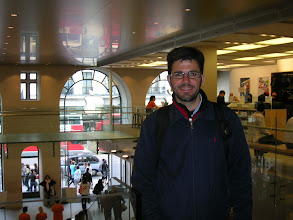 Photo: Apple Store, Regent Street, 235, near of Picadilly circus. Here, an iphone is like a simple pencil BIC. I like a lot