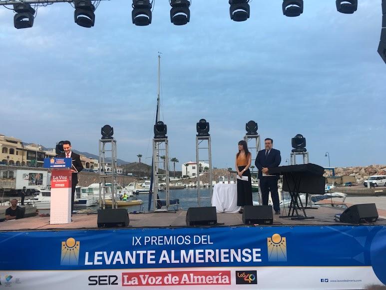 Victor Visiedo, corresponsal de LA VOZ en el Levante, en el discurso de apertura de la gala de premios.