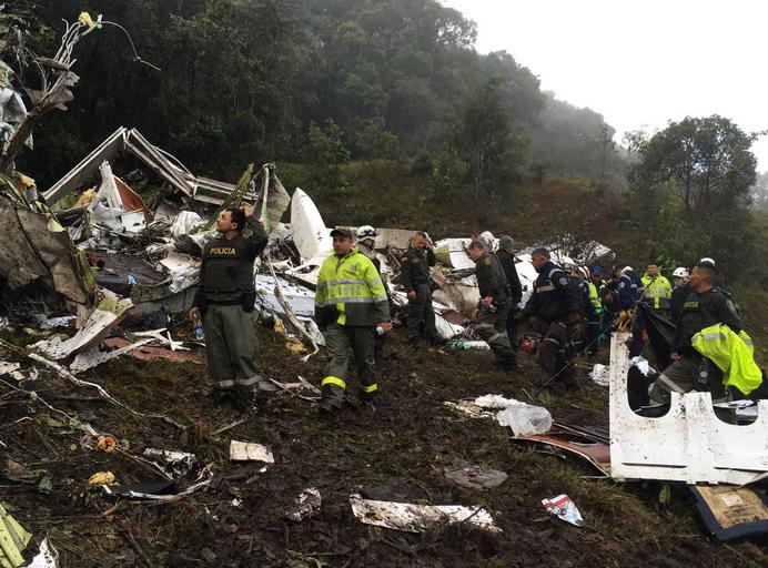 Busca por sobreviventes da queda do avião da Chapecoense