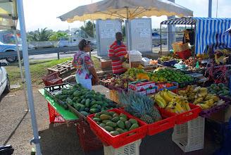 Photo: marché agricole à coté de Petit Bourg (Basse Terre)