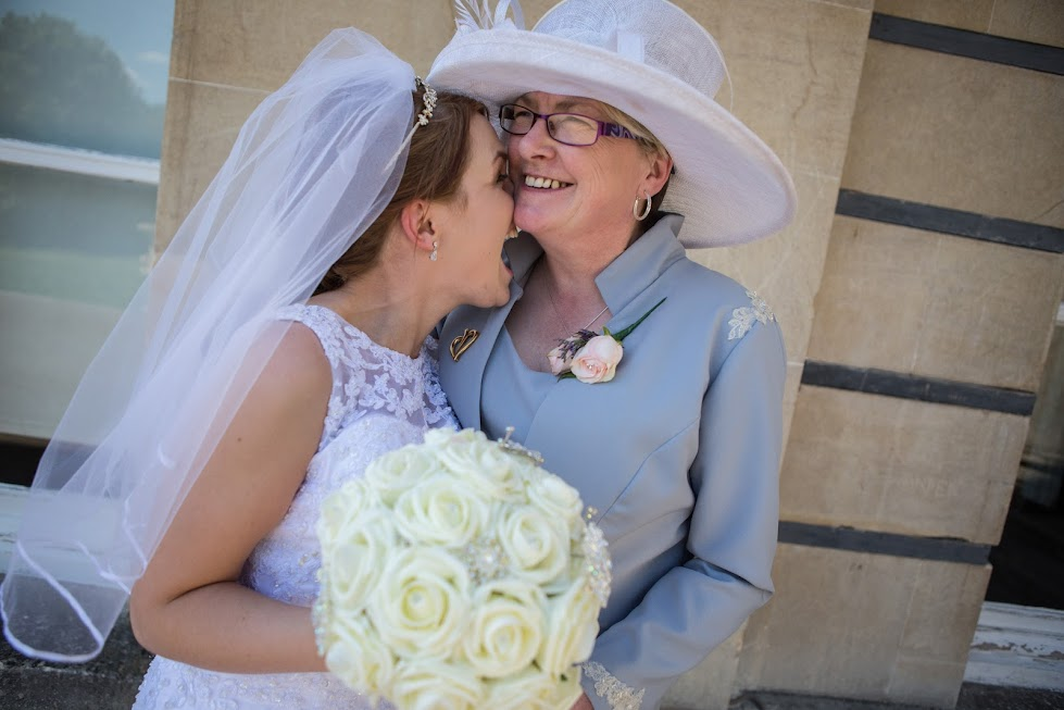 bride-and-her-mum