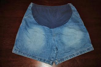Photo: Motherhood Maternity shorts. $1. XL