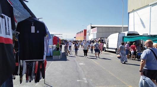 El mercadillo de La Puebla abre en su totalidad desde hoy domingo