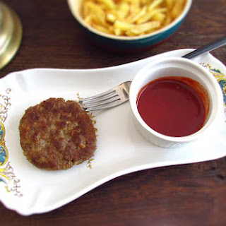 Burger with American sauce