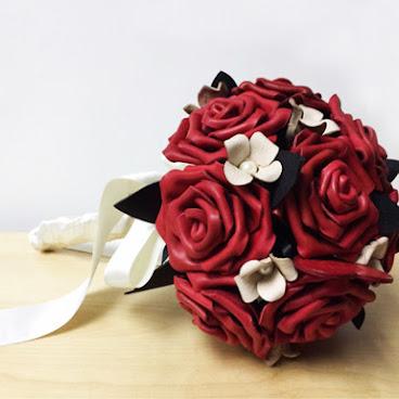 皮革紅玫瑰花球