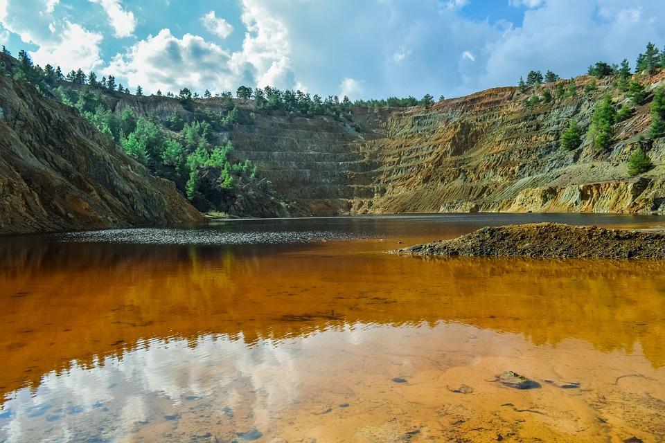 An acid lake