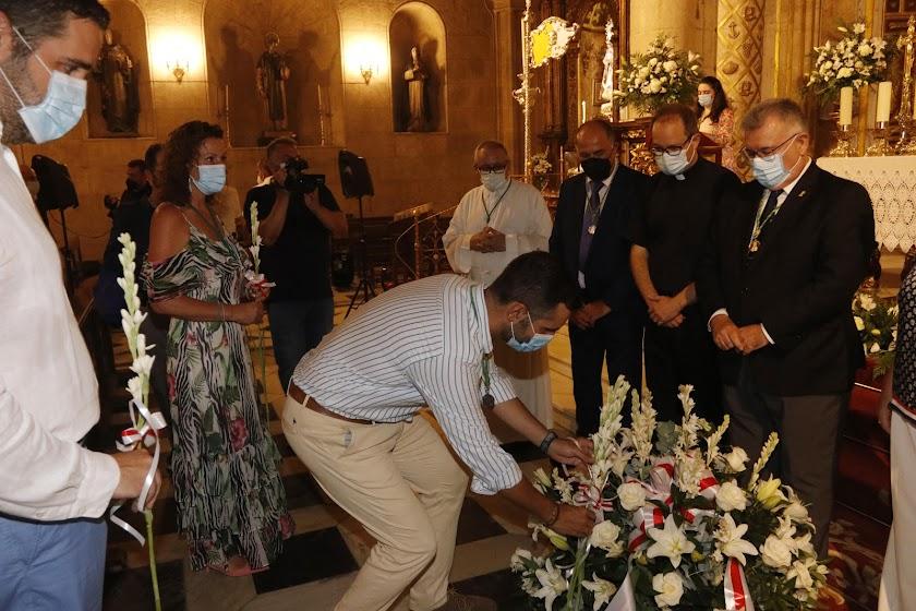 Primera ofrenda floral a la Virgen del Mar