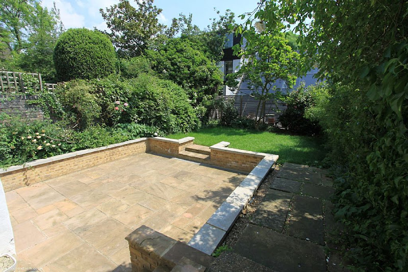 Photo: http://blog.zoopla.co.uk/2012/05/31/amy-winehouses-camden-villa-goes-on-sale-for-2-7m/