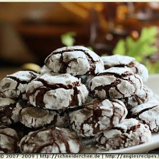 Chocolate Spelt Crinkle Cookies