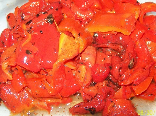 Cut the roasted red pepper into short strips.