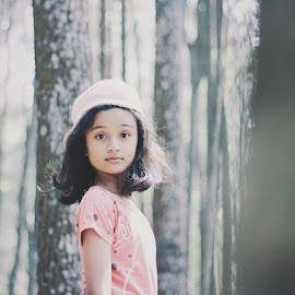 I see you by Cahya Pratama - Babies & Children Child Portraits ( #beauty, #cute, #girl, #children )