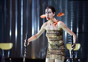 Photo: IM REICH DER TIERE von Roland Schimmelpfennig. Inszenierung: Roland Schimmelpfennig. Premiere 28. 2.2015. Sabine Haupt. Copyright: Barbara Zeininger