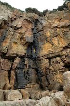 Photo: 岩壁潮濕滴水