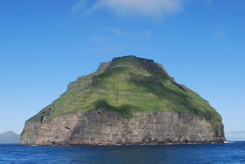 Lítla Dímun, a ilha coberta de nuvens