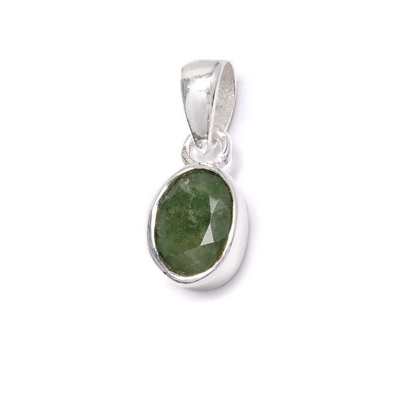 Smaragd, månadssten för maj i silverhänge