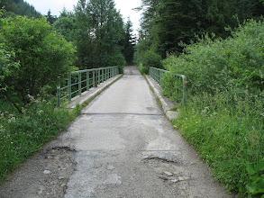 Photo: 02.Hop przez mostek nad Kamienicą.