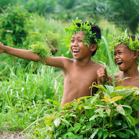 without gun,, we are happy by Kanda Ridho - Babies & Children Children Candids