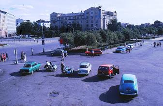 Photo: Autot olivat harvassa ja mallit vähän erilaisia kuin Suomen puolella