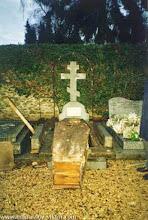 Photo: Могила Виктора Некрасова. Перезахоронение тела ВПН. 9.12.1994