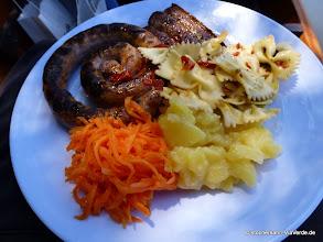 Photo: Ausgewogen und lecker ... mit richtigen Tellern und Metallbesteck!