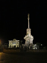 Photo: This was a statue and the entrance the Roman Bridge lit up at night.