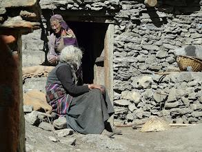 Photo: ältere Damen in Jharkot