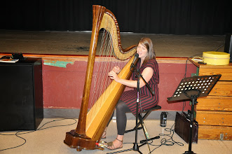 Photo: Monica Schley at the harp.
