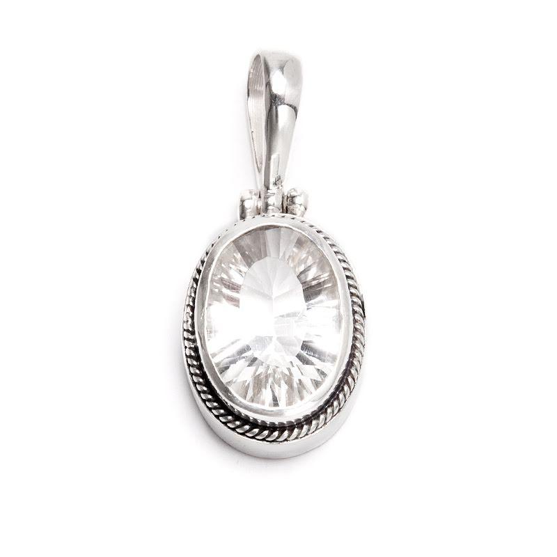 Bergkristall, silverhänge med enkel filigrankant