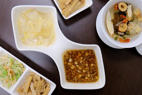 吃頓飯一個人也可品嚐精緻的江浙風味料理,白飯吃到飽CP值高、服務佳,朋友或家庭聚餐都適合!台中太平餐廳推薦!