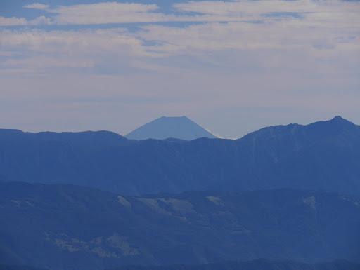 富士山アップ(右に塩見岳)
