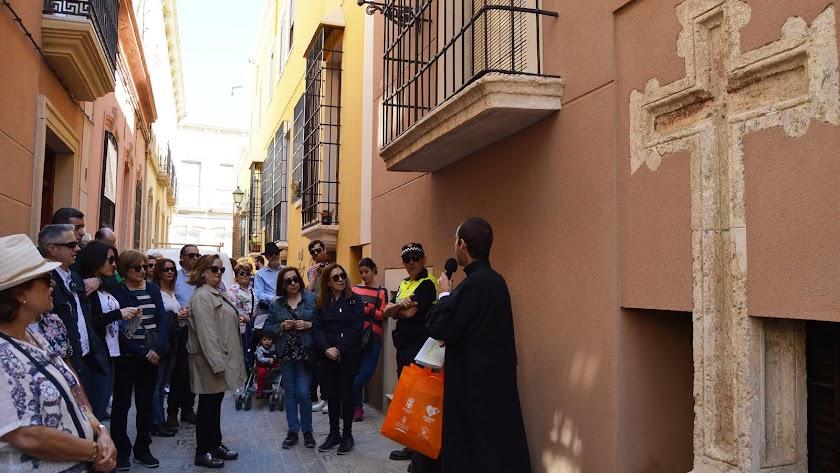 Uno de los momentos de las explicaciones ofrecidas a los turistas.