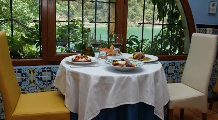 Hotel Rural Albamanjon - Parque Natural Lagunas de