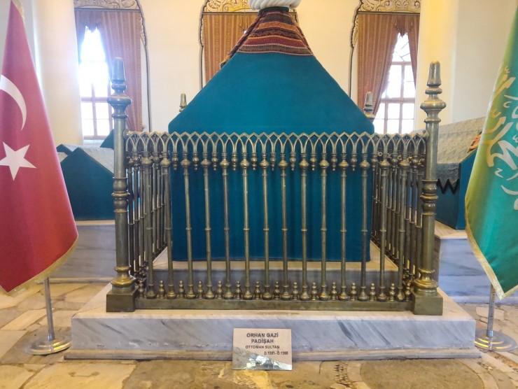 トルコ・ブルサ「トプハネ公園」に眠るオスマン朝初代・二代目のスルタンの霊廟