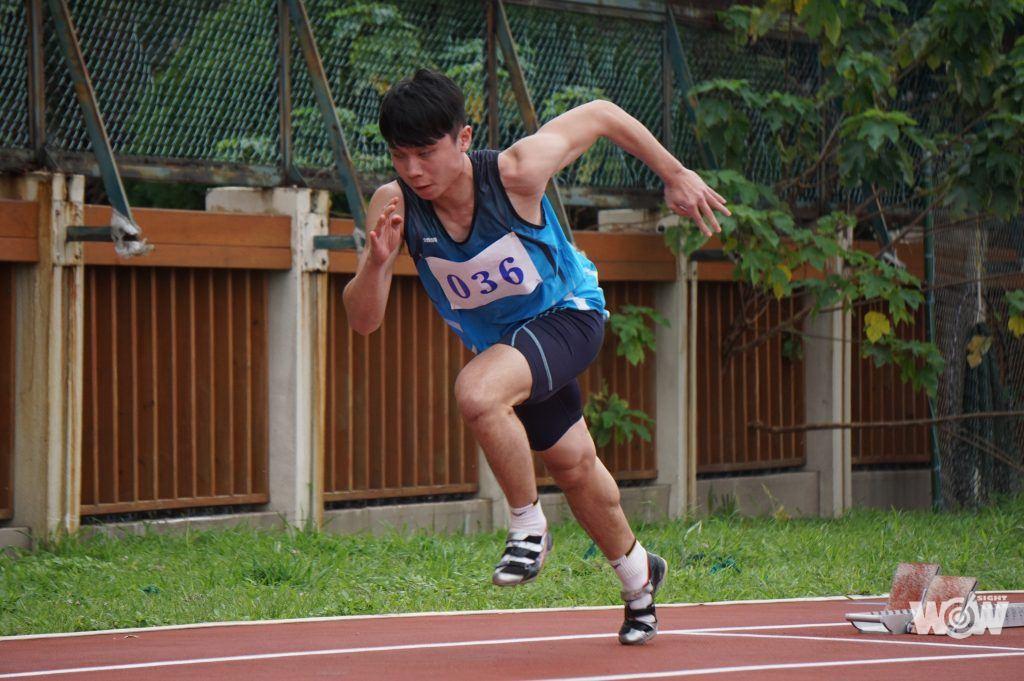 視障田徑選手吳農彬角逐四百公尺的身影。