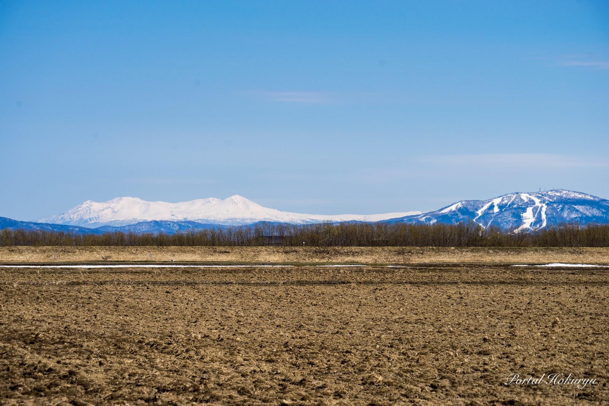 浮かび上がる大雪山連峰