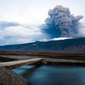 Eyjafjallajökull eruption 2010 by Páll Jökull Pétursson - News & Events World Events ( glacier, iceland, ash, volcano, eyjafjallajökull, smoke,  )