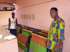 Photo: ces lits confectionnés sur place, financés par le CTM, serviront dans différents orphelinats. Ils conviennent parfaitement aux petits qui se souillent.