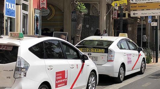 Taxis en una parada en la capital.