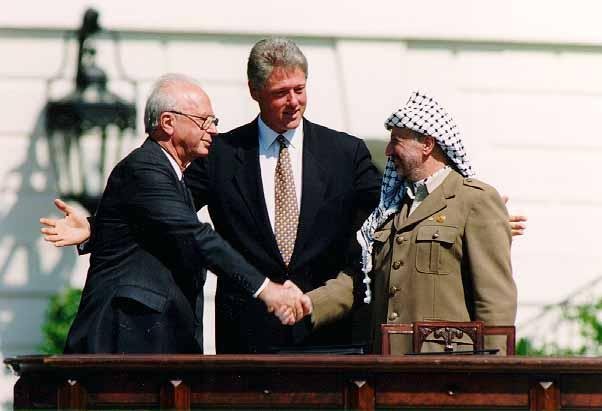 C:\Documents and Settings\user\Desktop\CONCERNS\PHOTOS TOUTES\Bill_Clinton%2C_Yitzhak_Rabin%2C_Yasser_Arafat_at_the_White_House_1993-09-13.jpg