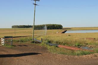 Photo: Defekte Wasserleitung kurz hinter brasilianischen Grenze