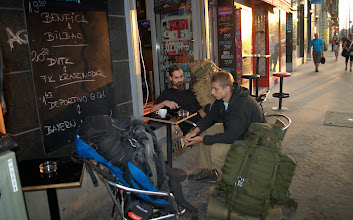 Photo: 1.8.  7:00  Budapest-ranní káva, pro zpoždění jsme čekali na ranní spoj