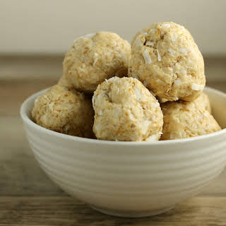 Cashew and Coconut Raw Cookie Balls.