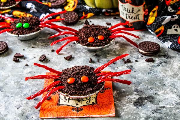 Adorable Chocolate Spider Treats.
