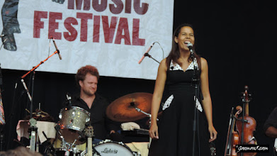 Photo: Rhiannon Giddens is also one of those bands that I didn't know anything about, but really (REALLY) entertained the musician in me.