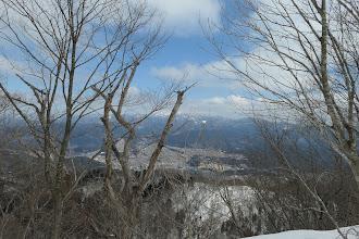 下に白鳥市街地(雪は殆どなし)
