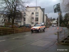 Photo: Die Regionalpolizei sperrte die Strasse vorübergehend bis die Aufräumarbeiten beendet waren.