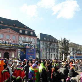 ドイツでカーニバルの時期に登場するカラフルな揚げドーナツ「クラプフェン」を食べよう!